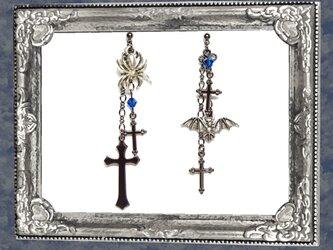 ゴシック・パンク系クモ&蝙蝠&十字架ピアス/青イヤリング変更可の画像