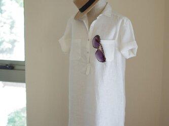M~LL 白いリネンの半袖シャツワンピの画像