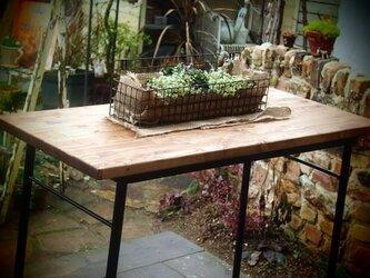 アイアン製の作業テーブル(1枚板)の画像