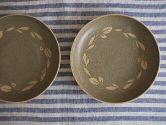 リースの中皿(グリーングレー)の画像
