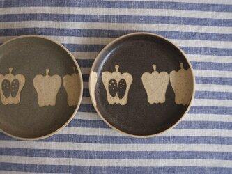 ピーマンの小皿(黒)の画像