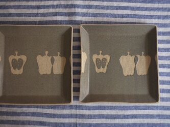ピーマンの四角皿(グリーングレー)の画像