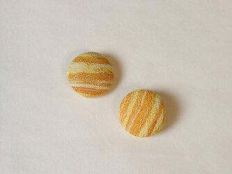 絹手染くるみボタン(18mm 黄色系)の画像