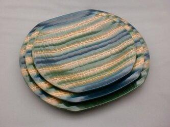 青・緑・白の変形桃皿セットの画像