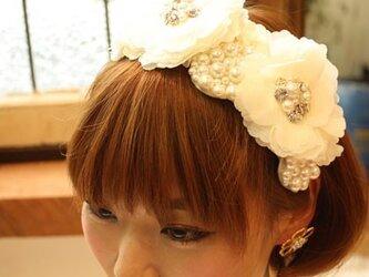 ブライダル用ヘッドドレス・サッシュベルト【ホワイトフラワー】の画像