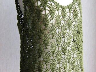 透かし模様のベスト(緑)の画像