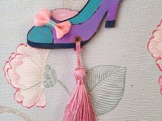 手描きの魔法の靴のヌメ革タッセルバッグチャームの画像