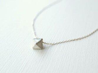 ダイヤモンド原石モチーフのネックレスの画像
