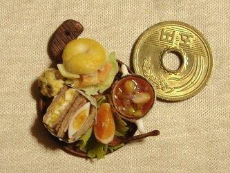 ベーグルサーモン&玉子のサンドイッチ(カッティングボード・丸)の画像
