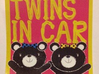 クマ TWINS IN CAR  ステッカー 女の子の画像