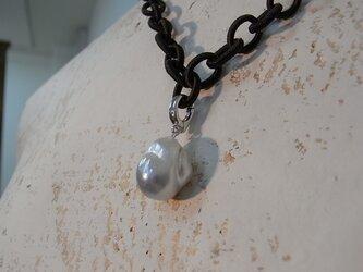 黒蝶真珠のペンダントの画像