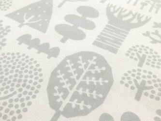 手刷りの生地「森」(グレー)/50cmにつきの画像