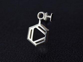 フェノール 化学式ピアス®片耳の画像