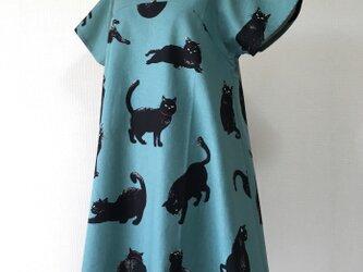 こなまいきな黒猫:フレアワンピース:リーフグリーンの画像