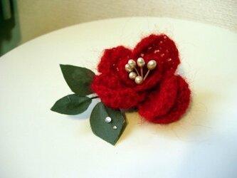 編み薔薇ブローチ(レッド)の画像