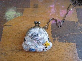 手刺繍のちびがま口ネックレスの画像