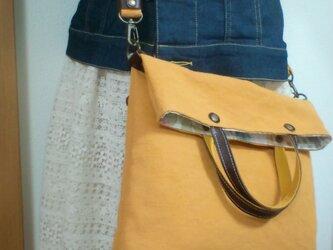 大人かわいい リネン混紡生地と革のリバティバッグの画像