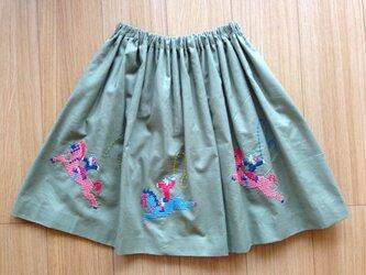 カーキのスカート ポニー の画像