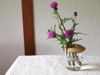 木とガラスの花入れ クルミ材 一輪挿しの画像