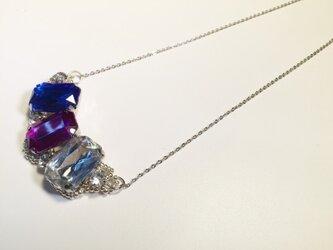 トリコロールのビジューネックレスの画像