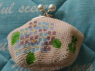 <再出品>ビーズ編みがま口財布 かえると紫陽花柄の画像