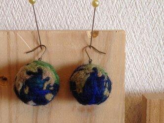 地球ピアスの画像