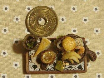 ハンバーガー&ポテト皮付き+ケーキ(カッティングボード・丸)の画像