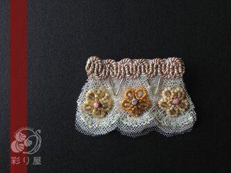 小さなレースのブローチ~三輪の小花の画像