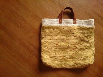 やまぶき色の裂き織りバッグの画像