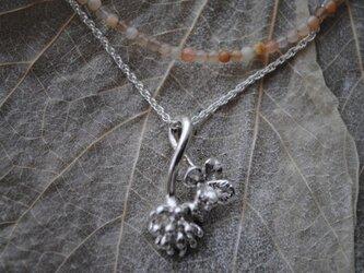 セットしろつめ草の花&四つ葉ネックレス(オレンジ)の画像