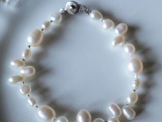 人魚のお守り♥パールのブレスレット White cの画像