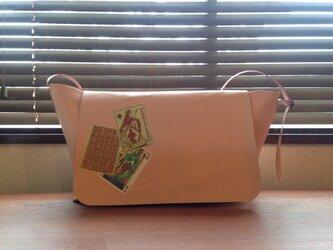 トランプ加工 豚革 ピンク メッセンジャーバッグの画像