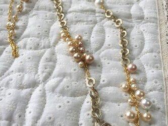 パールとゴールドチェーンのネックレスの画像