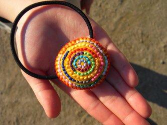 カラフル刺繍のヘアゴム(きいろ)の画像