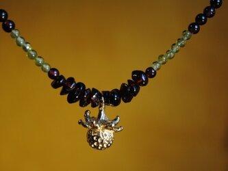 ひと粒の野いちごガーネットネックレスの画像