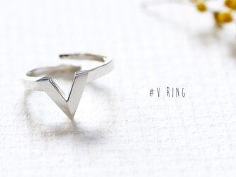 V 文字 さんかく 指輪 リング シルバー925の画像