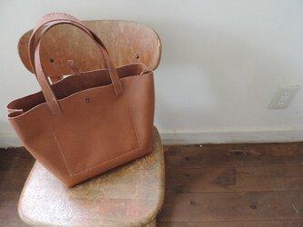 ヌメ革四角いバッグの画像