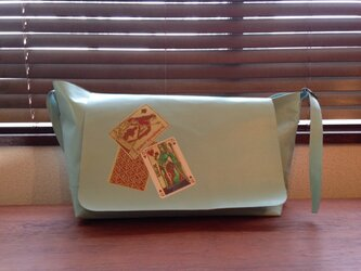 トランプ加工 豚革 ライトブルー メッセンジャーバッグの画像