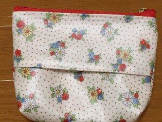 小さなブーケブーケ柄のポケットティッシュケース付きポーチの画像
