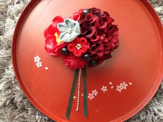 モダン山茶花の髪飾りの画像