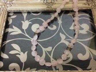 ローズクォーツのネックレスの画像