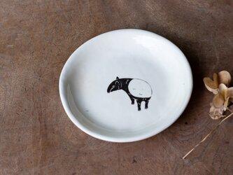 粉引丸皿(見返りマレーバク)【クリックポスト198円可】の画像