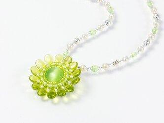グリーンの花ネックレス・淡水パールの画像