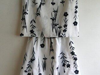 綿 白 浴衣地 秋草模様 ノースリーブのツーピースの画像