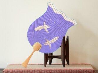 切り絵うちわ 金魚の画像