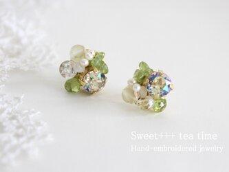 【ご予約品】若葉の祈り★ペリドット・トパーズ・真珠のビジューピアスの画像