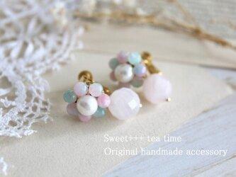移りゆく花の色★クォーツァイトと真珠の花香るイヤリングの画像