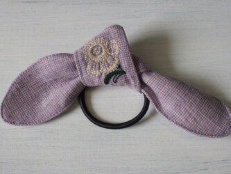 生成り花刺繍のヘアゴム 紫チェックの画像