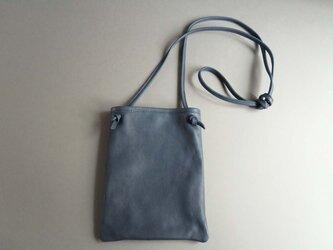 flat shoulder bag (blue)の画像