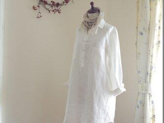 M~LL 白いリネンのシャツワンピの画像